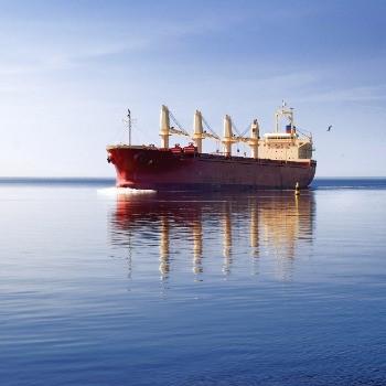הובלה בינלאומית: הובלה אווירית לעומת ימית
